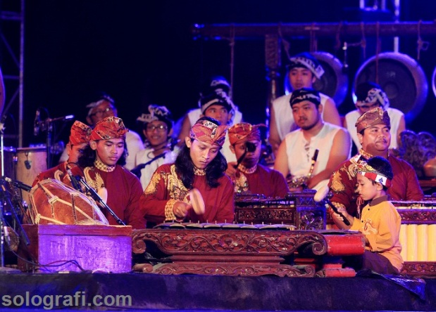 Tanding Gending, sebuah konser gamelan dari dua musisi asal Solo, Dedek Wahyudi dan Blacius Subono di Benteng Vastenberg, Sabtu (15/2)/Ganug Nugroho Adi.