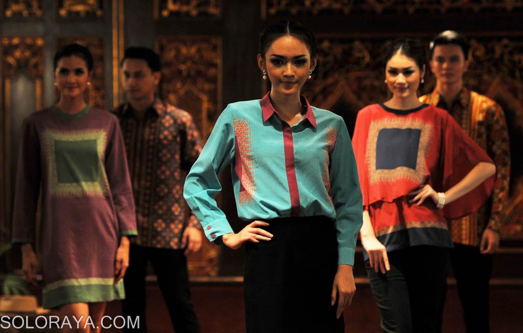 """peragaan busana batik bertema """"Play it Cool"""" di Rumah Batik Danar Hadi ..."""
