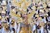 Sejumlah peserta tampil dalam defile dengan tema Mahabarata di Grand Carnival yang merupakan puncak rangkaian Jember Fashion Carnaval (JFC) ke-13 di Jember, Jatim, Minggu (24/8). Grand Carnival kali ini bertemakan Triangle Dynamic in Harmony. ANTARA FOTO/Hendra Sonie/EI/Asf/nz/14.