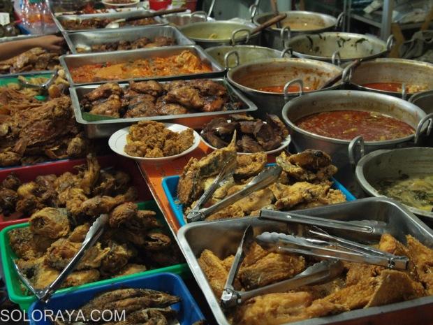 Deretan makanan di Masja Baron