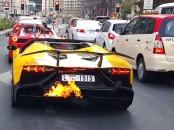 Lamborghjini Aventador terbakar
