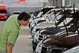 Orang mau beli mobil