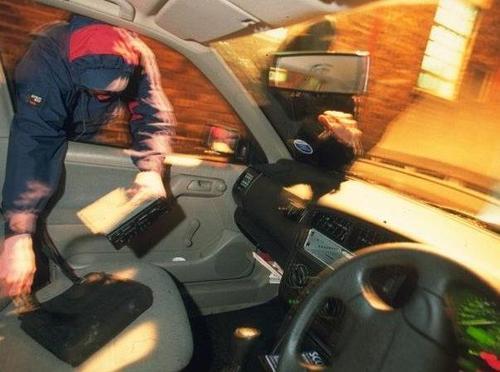 Pencurian di dalam mobil