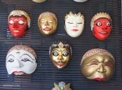 CERITA PANJI: Topeng Panji digunakan dalam pentas tari berdasarkan cerita Panji.  Cerita Panji sebenarnya merupakan cerita asli Indonesia. namun mulai terlupakan karena kalah tenar dibanding Ramayana dan Mahabarata yang diadopsi dari India.(Ganug Nugroho Adi)