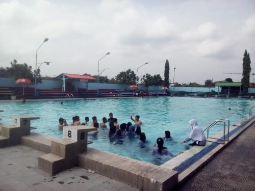 kolam-renang-intanpari_