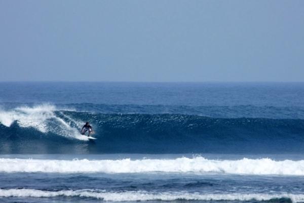 pantai-tanjung-setia-satu-lagi-destinasi-surfing-tingkat-dunia-di-indonesia3