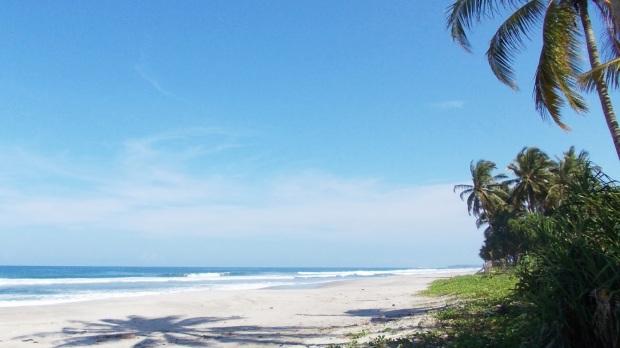 Pantai-Tanjung-Setia-Wisata-Lampung-Terbaik